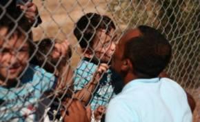 Il bacio del papà rifugiato siriano quando rivede suo figlio dopo un anno