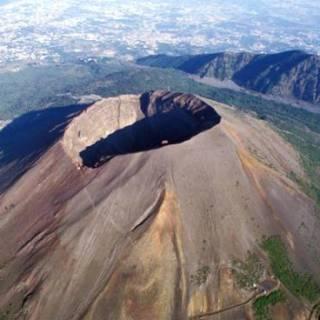 vesuvio-e-campi-flegrei-il-rischio-di-eruzione-c-e-ed-e-reale-3229933.660x368