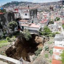 Dopo la pioggia si apre voragine nella zona Sanità a Napoli